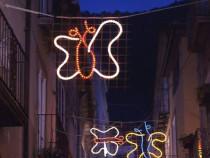Natale coi bambini: le luminarie disegnate dai bambini